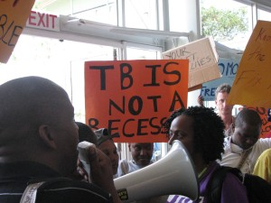 People with TB and HIV call for more TB funding at an HIV conference © GHE